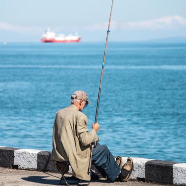 Несмотря на огромные изменения, многие батумцы ведут привычный образ жизни Many Batumians still keep their habitual way of life