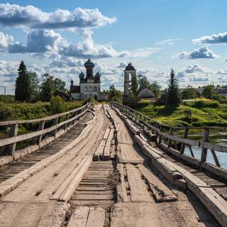 Деревянный ряжевый мост через Кену, Архангельская область  A wooden crib bridge over Kena river, Arkhangelsk region