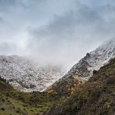 Покрытые первым снегом горы вокруг Шатили Snow covered mountains around Shatili village