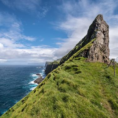 Скала у западной оконечности острова Мичинес The cliff near the western tip of Mykines island