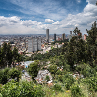 Центр Боготы с горного склона The centre of Bogotá seen from a mountain slope