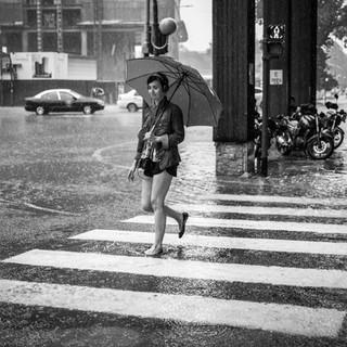 Девушка и сильнейший ливень A girl under a heavy downpour