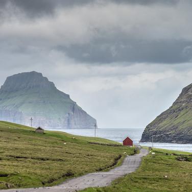 Остров Сувурой и Луитла Дуймун на заднем плане Suðuroy island and Lítla Dímun in the background