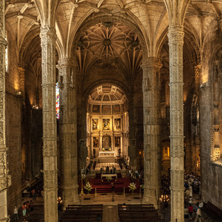 Интерьер церкви Санта-Мария в монастыре Жеронимуш, район Белен Interior of Santa Maria church in Jerónimos Monastery in Belém