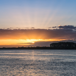 C уругвайского берега реки Уругвай часто можно наблюдать потрясающие закаты  Stunning sunsets could be observed often from the Uruguay's bank of Uruguay river
