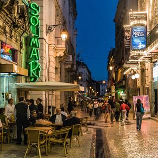 Пешеходная улица в районе Байша, центр Лиссабона A pedestrian street in Baixa neighbourhood, Lisbon's downtown