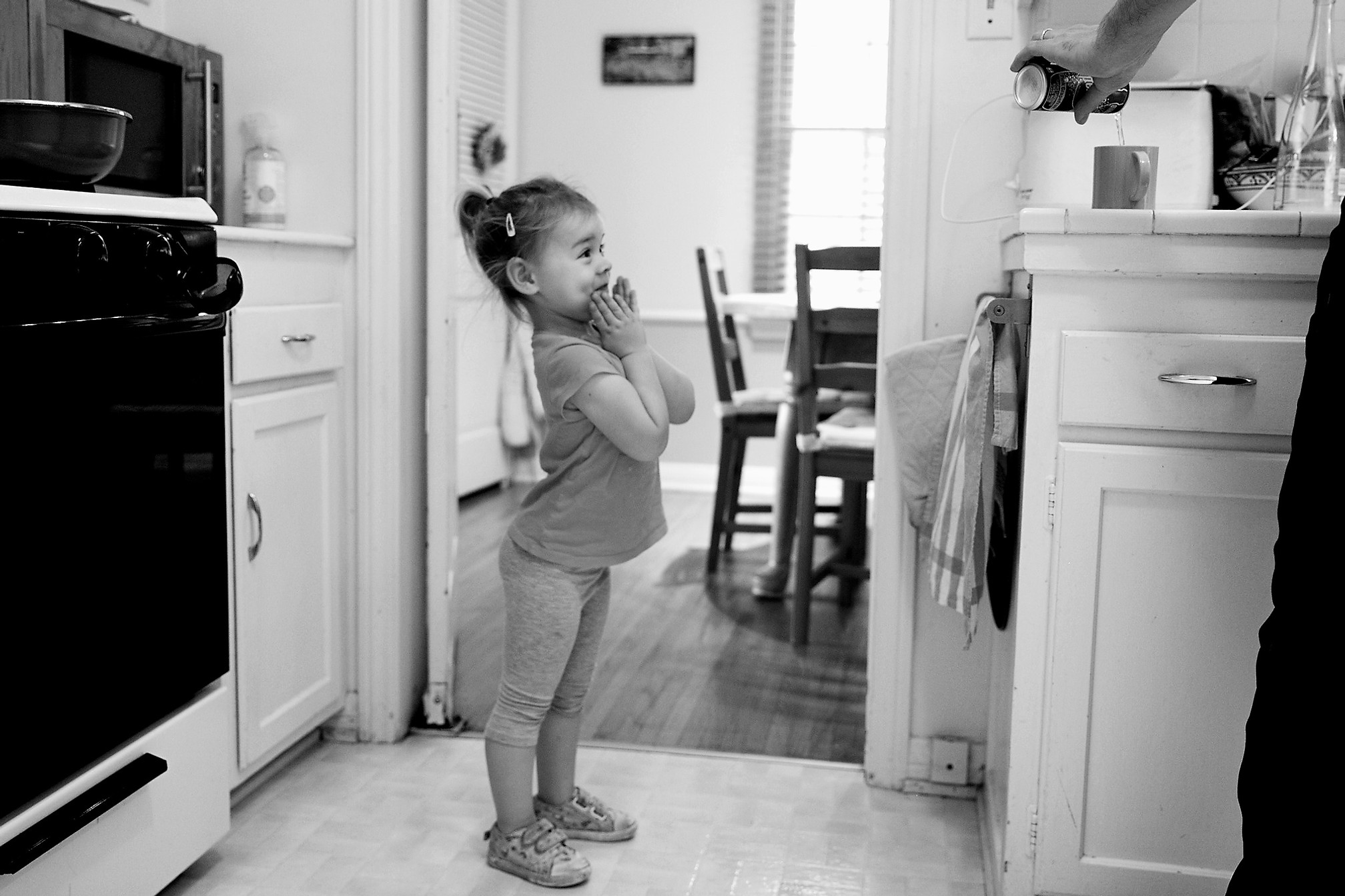 Lifestyle Family PDocumentary Family Session | Family Portrait | Los Angeles | Kid waiting for her dad to pour her drink | Childhood | Family Photographer | Story Telling | Family Photoshoot