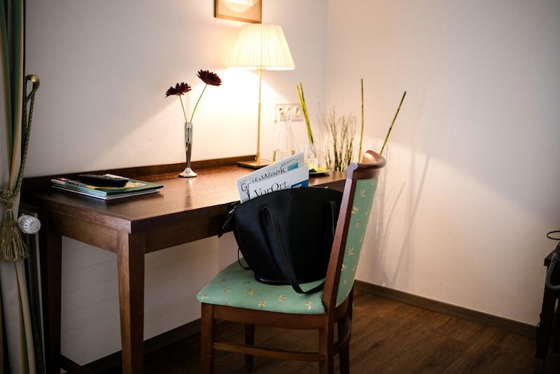 Aniferhof_Zimmerausstattung-Schreibtisch