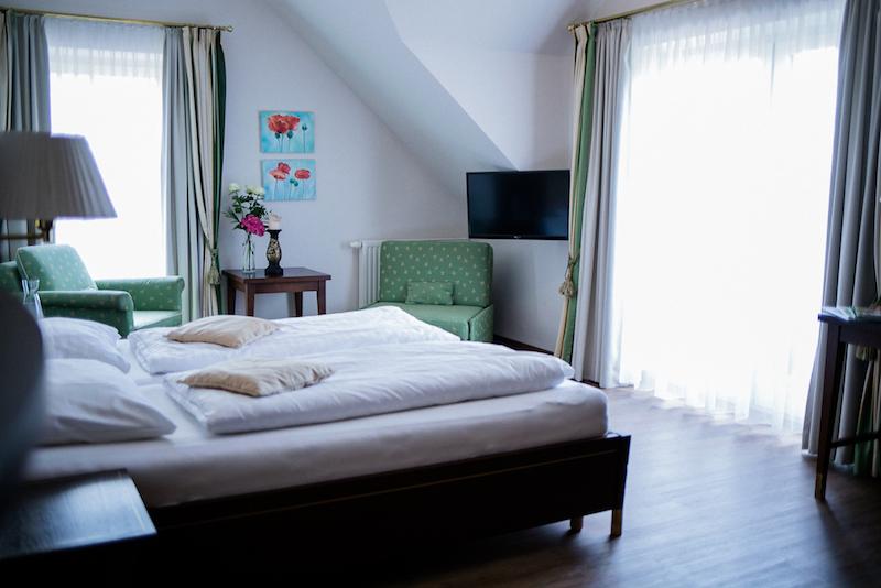 Aniferhof_Zimmerausstattung-Bett