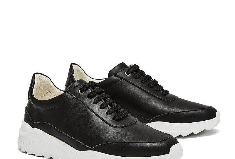 NINE TO FIVE Sneaker Runner