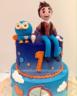 Giggle and hoot 2 tier cake for a first birthday #cakeart #cakelife #sydneycakeshop #fondantcake #sy