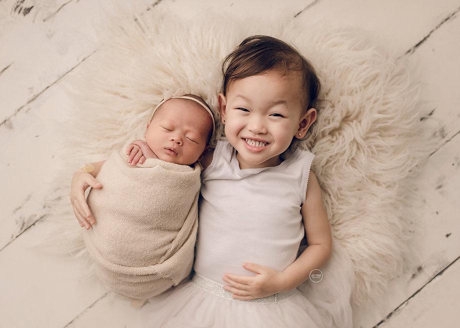 24-newborn-baby-little-feather-photograp