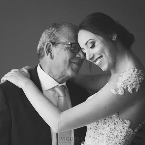 Amore indissolubile ⠀ #papà #gioia #tenerezza #wedding.jpg