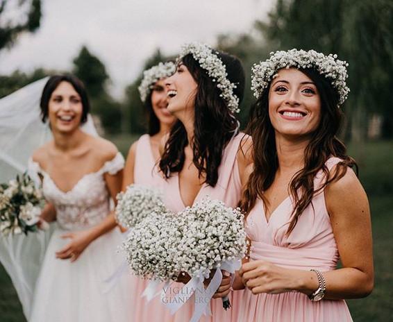 Le damigelle <3 #damigelle #tenutasandomenico #amiche #bouquet #abitosposa #coronadifiori