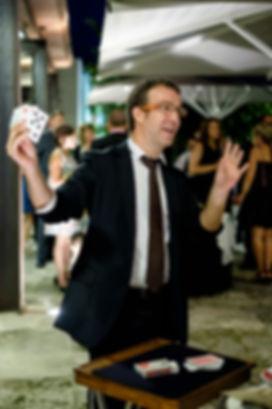 Espectacles de màgia per esdeveniments corporatius. Espectacles per sopars d'empresa. Animació per sopars d'empresa. Mag a Barcelona. Mag a Girona. Eduard Juanola.