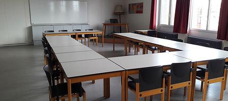 KV-zaal nieuwe tafels.jpg