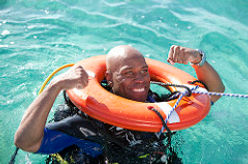 Sauvetage bouée plongée. Rescue Diver à Paris. Perfectionnement, Formation, Brevets et Cours à la Carte en piscine et Fosse. Gestion des Urgences et EFR. Vente de livre et manuel PADI