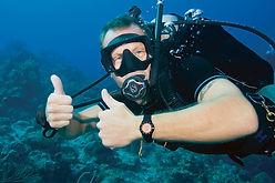 Scuba diver, scuba diving. SCUBAPRO. Divemaster PADI à Paris, Formation Moniteur à la carte. Cours brevets PADI en fosse 5, 10, 20m, piscine, mer, lac débutant au moniteur. Vente Livre Manuel PADI