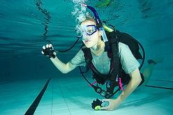 Scubadiving lacher et reprise du détendeur embout. Discover Scuba Diver Padi et Open Water Padi à Paris. Initiation, Découverte, Formation à la Carte aux cours et brevets PADI en piscine et fosse. Vente de livre et Manuel PADI.