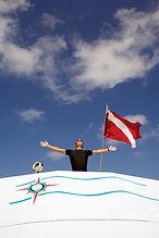 Flag drapeau rouge, diving is fun. scuba diver. Divemaster PADI à Paris, Formation Moniteur à la carte. Cours brevets PADI en fosse 5, 10, 20m, piscine, mer, lac débutant au moniteur. Vente Livre Manuel PADI