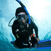 Peak performance buoycancy. Spécialité Flottabilité Paris, Formation à la carte. Cours brevets PADI en fosse 5, 10, 20m, piscine, mer, lac du débutant au moniteur. Vente Livre Manuel PADI
