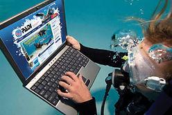 Scuba diving. Ordinateur de plongée. PADI Open Water Diver à Paris. Initiation, Découverte, Formation et Cours à la Carte. Cours et brevet PADI en piscine et fosse. Vente de livres et manuels PADI.