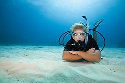 Scuba diver, plongeur, sable, scuba diving.Assistant Instructeur PADI Paris, Formation Moniteur à la carte. Cours brevets fosse 5, 10, 20m, piscine mer lac débutant au moniteur. Vente Livre Manuel PADI