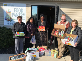 M&T Bank Gives to Emergency Food Pantry