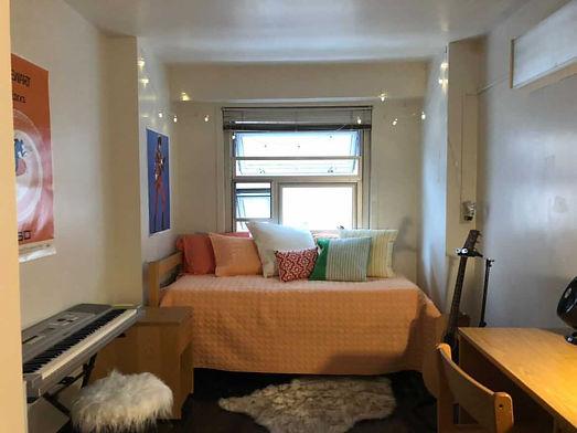 Hannahs Room.JPG
