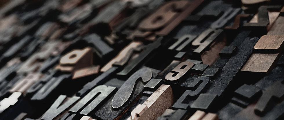 houten_letters-smal3-unsplash.jpg
