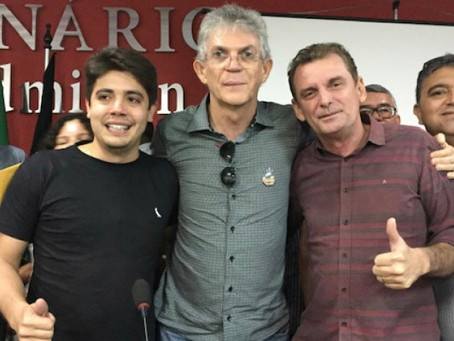 Em Cajazeiras, RC comenta impasse com grupos aliados na ALPB e sua relação com João Azevêdo.