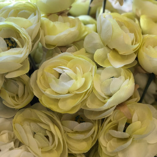Accent Flowers - Pale Yellow