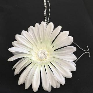Daisy Floral with Rhinestone Ribbon Backdrop Embellishment