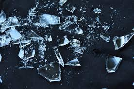 Non è tutto vetro quel che luccica. Ripensare il significato della sostenibilità senza stigmatizzare