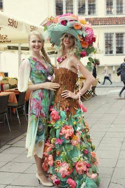 Платье из живых цветов  Илона Верис