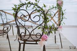 Оформнение стульев на церемонию