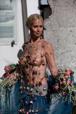 платье из цепей
