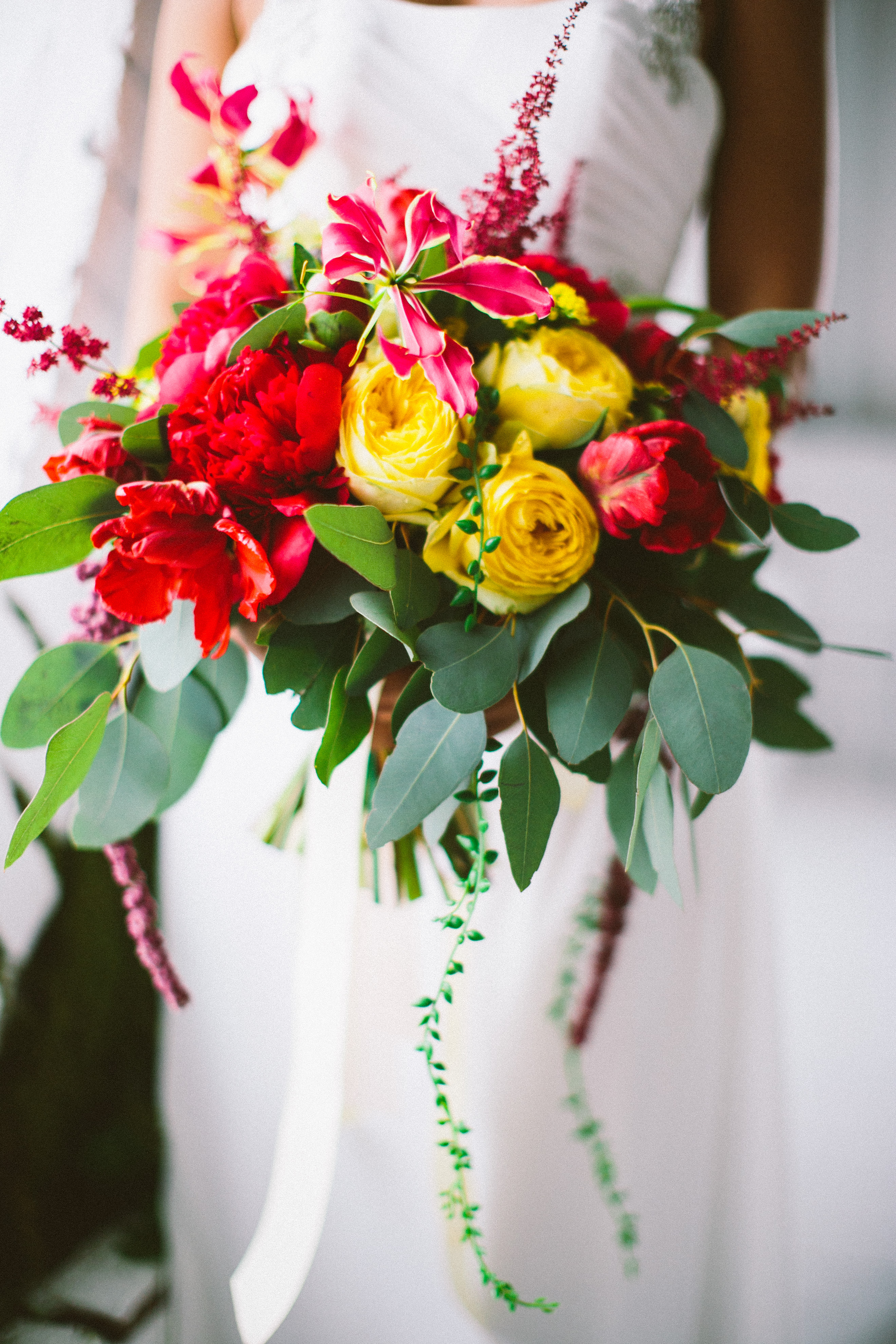 Пионы и глориоза Букет Невесты