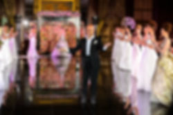 Оформление показа свадебных платьев