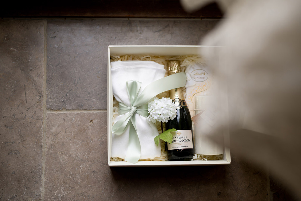 032 Gift for the bridesmaids.jpg