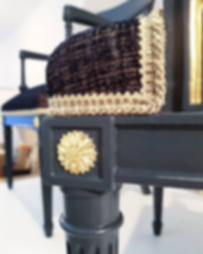 Détails.. la paire de fauteuils sera exp
