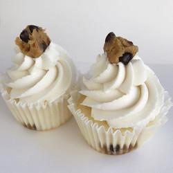 Andddd Cookie Dough Cupcakes😋🍪 #bakedbyjordan #cake #cupcake #cakes #cupcakes #bake #baker #baking