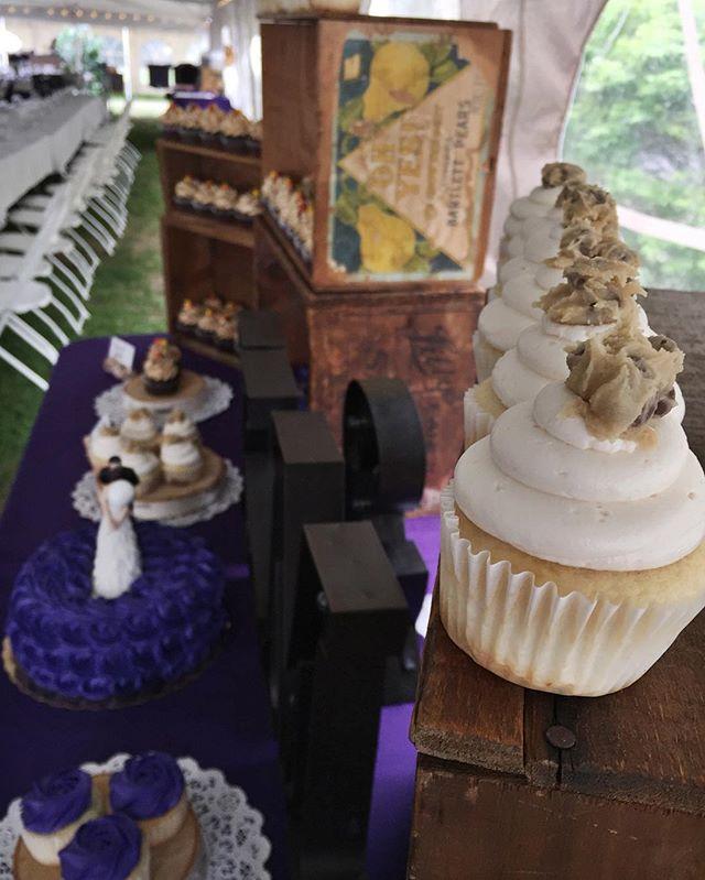 💍✨💜 #bakedbyjordan #cake #cupcake #wedding #weddingcupcakes #weddingcake #rusticwedding #tentweddi