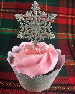 Sweetest snowflake cupcakes ever!!! Obsessed❄️ #bakedbyjordan #cake #cupcake #bake #baker #baking #h