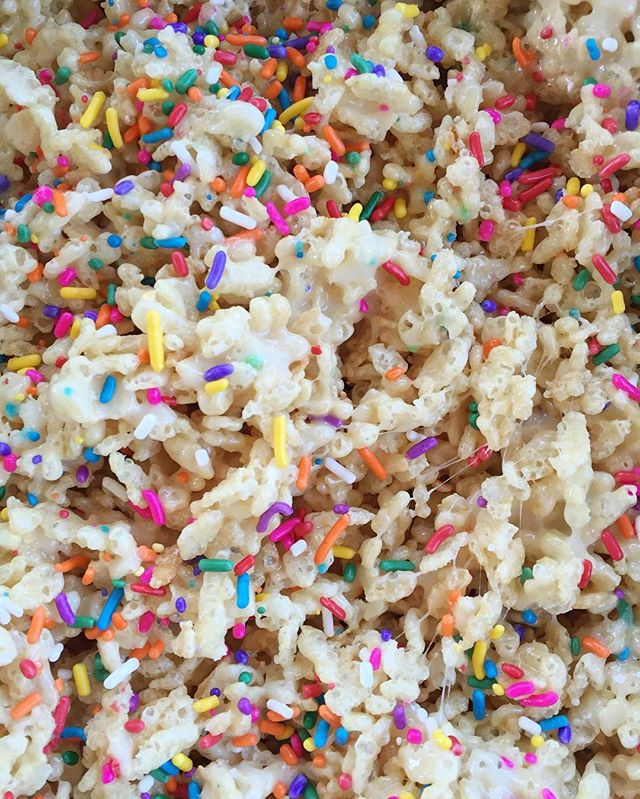 Stirring up some FUNFETTI RICE CRISPY TREATS!✨ #bakedbyjordan #cake #cupcake #sprinkles #cakebatter