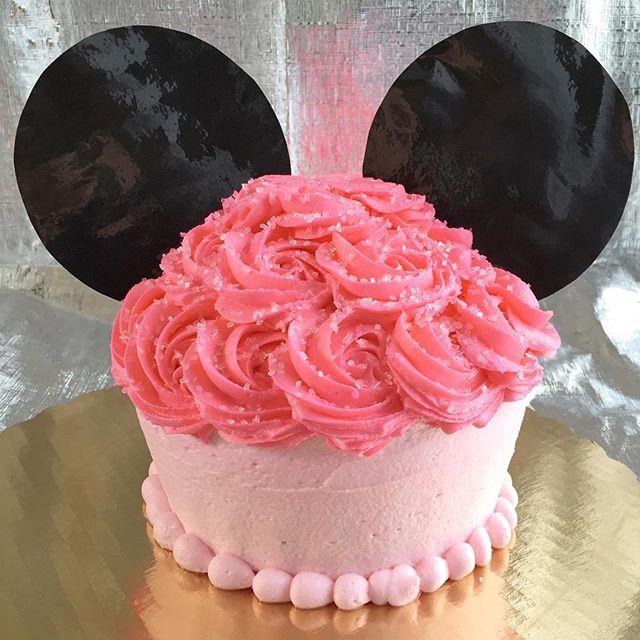 Minnie Mouse Smash Cake🎀 #bakedbyjordan #cake #cupcake #birthdaycake #baker #baking #homemadebaking