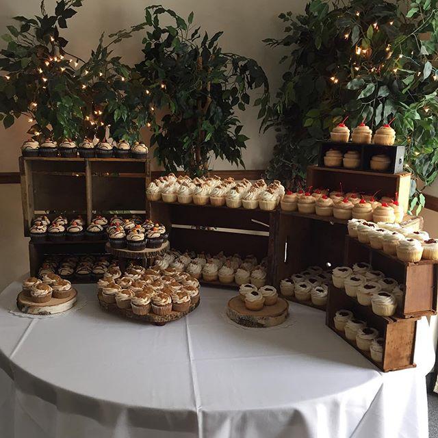 Perfect day for a fall wedding💍🍁🍂#cupcake #cake #wedding #weddingday #bridetobe #ido #happilyever