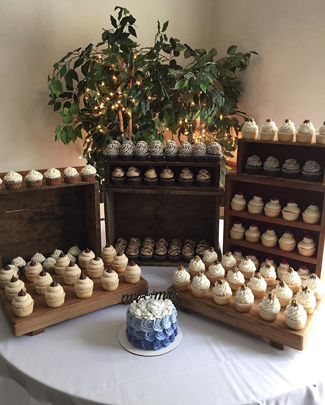 && my other beautiful set up from this afternoon!💙🎂💍 This bride knew exactly what she wanted and
