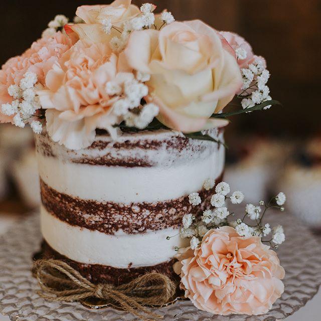 My talented friends making my cake look extra pretty!! 📸 Nina, _marshallmerrowmedia #bakedbyjordan