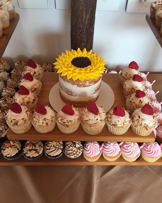 🍁🌿🌲🍂 #bakedbyjordan #cupcake #cake #wedding #weddingcupcakes #cupcakedisplay #ido #brideandgroom